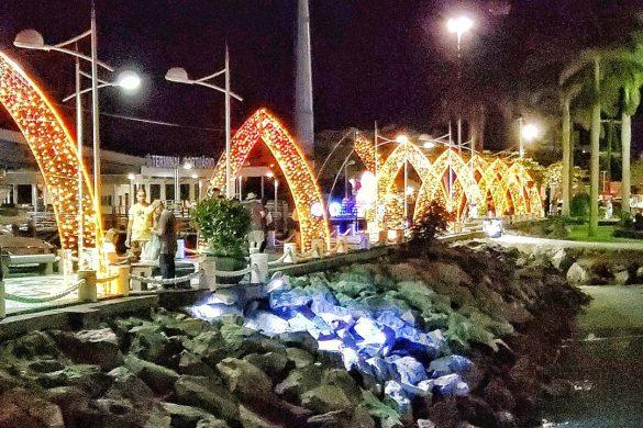 Pontos turísticos de Balneário Camboriú recebem decoração natalina