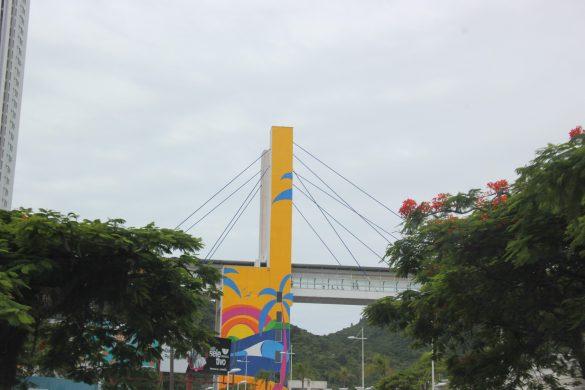 Painel artístico da Passarela da Barra é finalizado em Balneário Camboriú